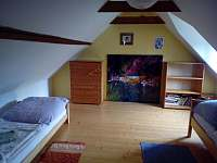 malá ložnice v patře - chalupa k pronajmutí Horní Stropnice