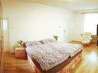 Průchozí pokoj - apartmán k pronajmutí Bujanov