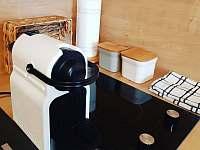 V každém apartmánu je kávovar na kapsle Nespresso - k pronajmutí Kovářov