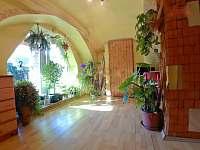 Ložnice č.1 s francouzským oknem do zahrady - pronájem chalupy Český Rudolec