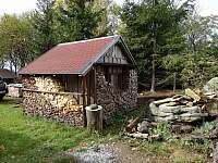 Pergola a dřevo do kamen - pronájem chaty Staré město pod Landštejnem