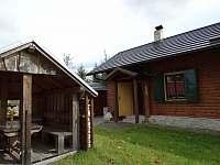 Pergola v blízkosti vstupu do chaty - k pronajmutí Staré město pod Landštejnem