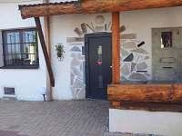 vchod do domu - chalupa ubytování Hroznějovice