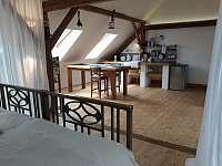 pohled do jídelní části - apartmán k pronajmutí Suchdol nad Lužnicí