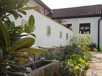 terasa s fontánkou