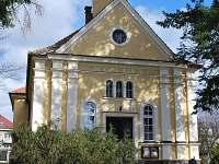 Husova kaple - pohled z parku
