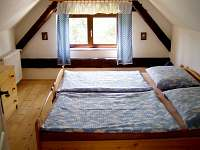 ložnice v podkroví - chalupa k pronájmu Dobrkovská Lhotka