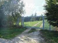 Elektrická příjezdová brána - pronájem chalupy Slavonice