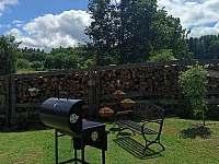 gril na dřevěné uhlí - Kondrač