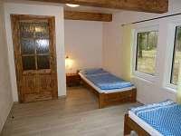 ložnice v přízemí - chata ubytování Doubí