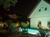 Večerní bazén - pronájem chalupy Březí