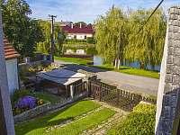 Veský rybník před chalupou - k pronajmutí Březí