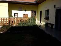 Chalupa s uzavřeným dvorem - chalupa k pronajmutí - 4 Hoštice u Volyně