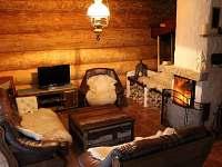 Obývací část - přízemí - srub k pronajmutí Kunžak