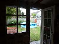 Zahrada s bazénem - apartmán k pronajmutí Jindřiš