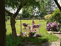 zahradní květinová dekorace