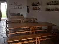 jídelní stoly v kuchyni 2 - chalupa ubytování Libořezy