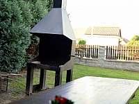 Zahradní gril k dispozici - apartmán k pronájmu Chlum u Třeboně
