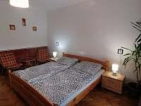Druhá ložnice - tři lůžka - chalupa k pronájmu Lomnice nad Lužnicí