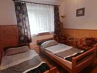 První ložnice - dvě lůžka - chalupa ubytování Lomnice nad Lužnicí