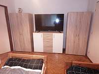 První ložnice - dvě lůžka - chalupa k pronajmutí Lomnice nad Lužnicí