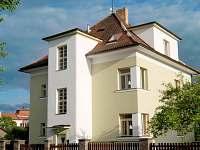 Vila Jasmína - pohled z ulice Jablonského