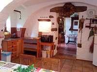 Kuchyně - chalupa k pronájmu Plavsko