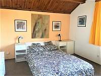 Master bedroom, tvrdší, pohodlná matrace - pronájem chalupy Vyšší Brod