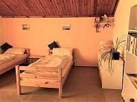 Různé rozložení postelí, dle potřeby - chalupa k pronajmutí Vyšší Brod