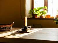 Žabovřeský Mlýn - jídekní stůl apartmánu v přízemí - chalupa ubytování Žabovřesky