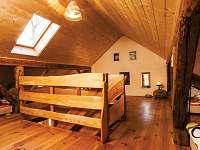 Žabovřeský Mlýn - podkrovní ložnice apartmánu v 1. patře -