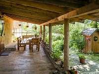 Žabovřeský Mlýn - venkovní terasa - chalupa k pronájmu