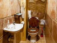 Žabovřeský Mlýn - WC apartmánu v přízemí - chalupa k pronajmutí