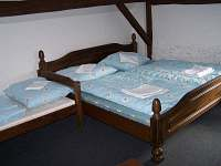 Druhá ložnice v podkroví - pronájem chalupy Hněvanov