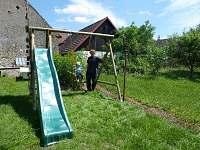 Dětské hřiště na oplocené zahradě