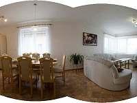 Kuchyň společná s obývacím pokojem