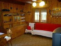 obývací pokoj - chata k pronájmu Hrdoňov