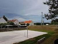 obecní hriste na nohejbal 20 m od chalupy - ubytování Horní Poříčí