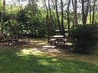 venkovní posezení - chata ubytování Klášter