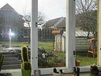 pohled na zahradu - pronájem apartmánu Mirovice