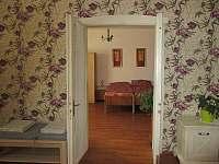 pohled z ložnice 1 do ložnice 2 - Mirovice