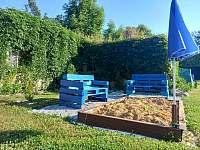 Posezení u pískoviště - apartmán k pronájmu Byňov u Nových Hradů