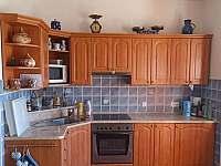 Babiččina chaloupka v Předmíři - Kuchyňský kout v přízemí - ubytování Předmíř