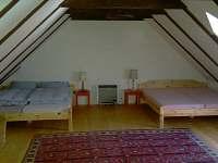 Chalupa Svučice - podkrovní pokoj