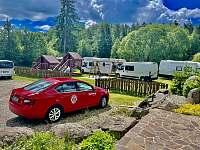 Pro zvětšení kapacity si lze vzít s sebou karavan či stan ⛺️⛺️. Cena dle domluvy. - Strážný-Hliniště