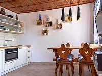 Obývák s kuchyňským koutem