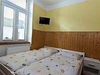 Žlutý dvoulůžkový pokoj - Jindřichův Hradec