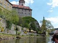 pohled na zámek z řeky - chata k pronájmu Kosov