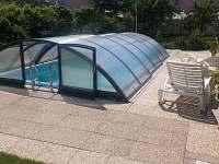 Nově zakrytý bazén