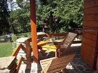 posezení na terase - chata ubytování Cetoraz